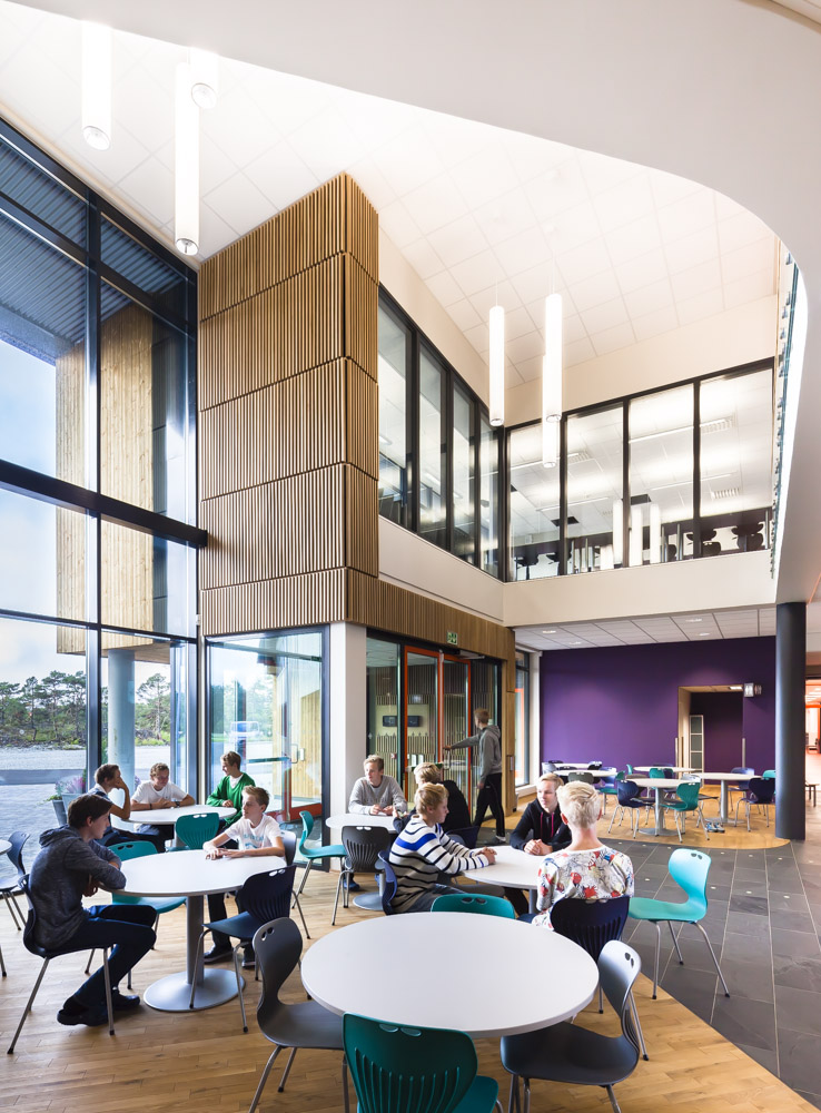 Overview of the cafe area at Nore Neset Skole, Os, Norway, designed by Ramboll.