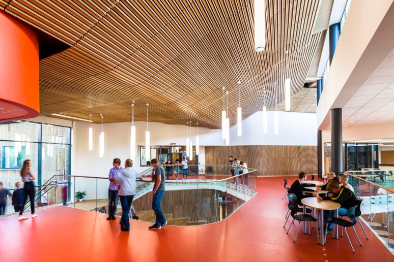 Breakout first floor meeting area, at Nore Neset Skole, designed by Ramboll.