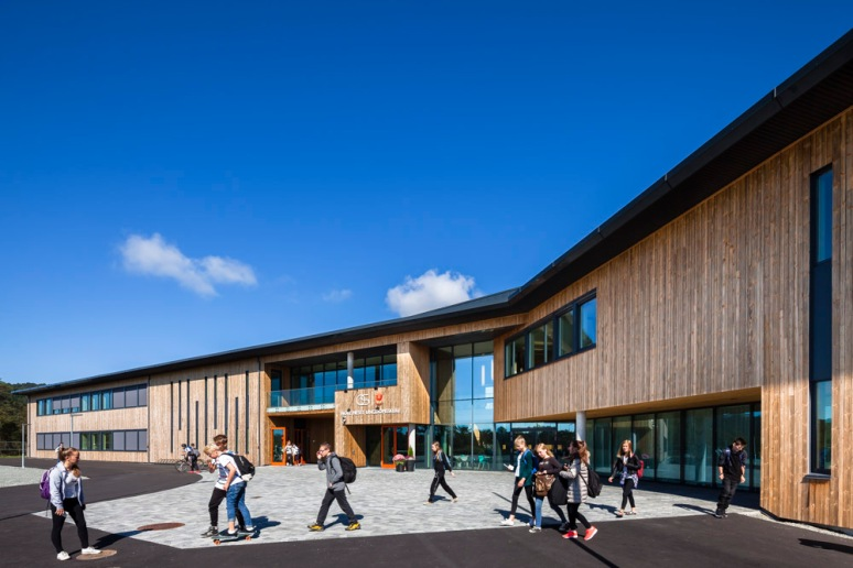 Students leaving school at Nore Neset Skole, Os, Norway designed by Ramboll.