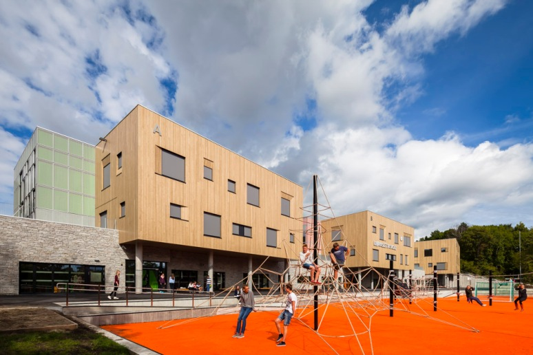 Students playing at Bjoernsletta School, designed by L2 Arkitekter, Oslo, Norway.