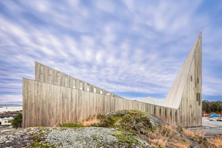 Side profile of Knarvik Church / Knarvik Kirke, Norway designed by Reiulf Ramstad Arkitekter.
