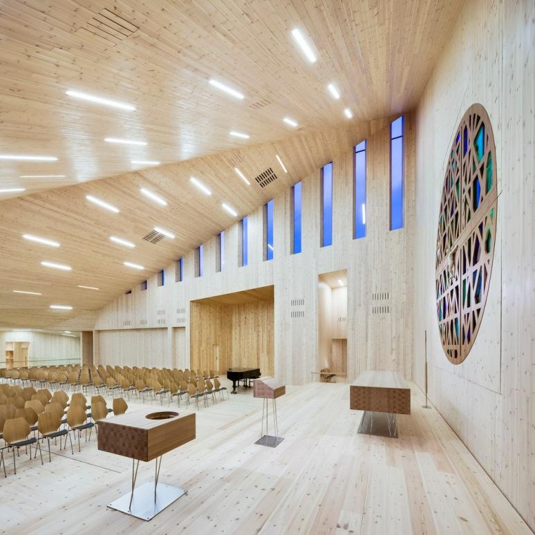 Altar and baptism bowl at Knarvik Church / Knarvik Kirke, Norway designed by Reiulf Ramstad Arkitekter.