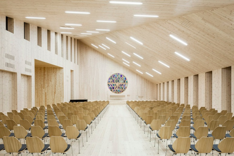 Interior of Knarvik Church / Knarvik Kirke, Norway designed by Reiulf Ramstad Arkitekter.