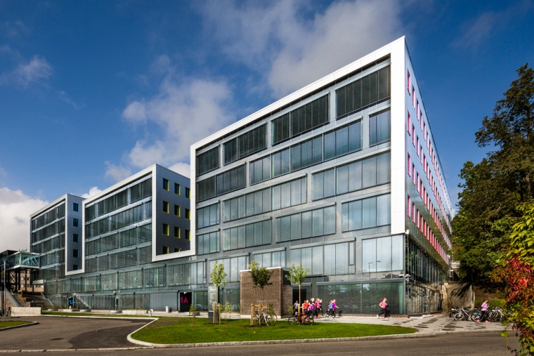 Front facade of Oslo Cancer Cluster, Norway, Dark and Arkitektpartner, Hundven-Clements Photography.