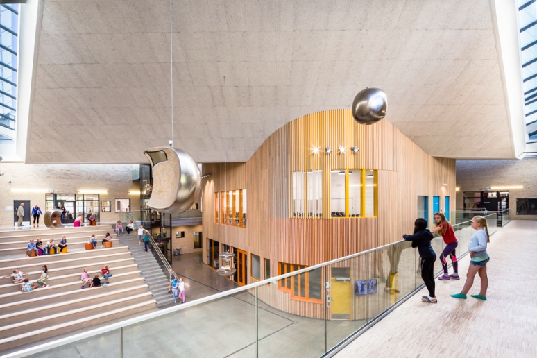 Main atrium at Hegg Skole, Oslo, designed by L2 Arkitektur, photographed by Hundven-Clements Photography